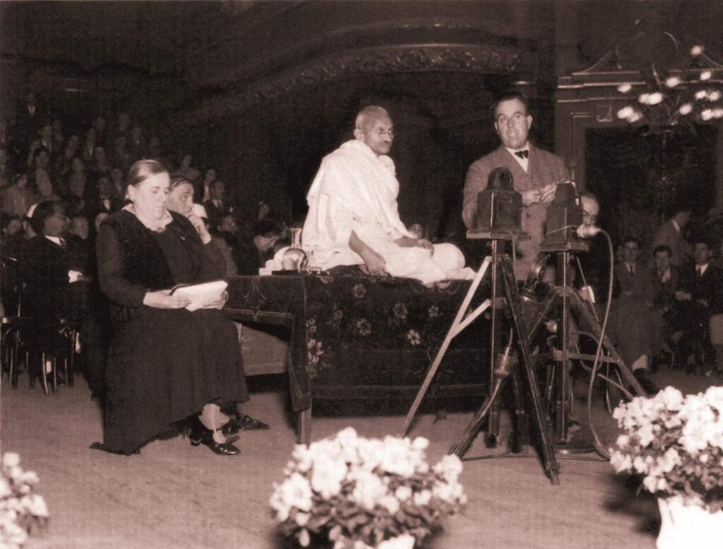 Ghandi'nin Hiç Görmediğiniz Fotoğrafları