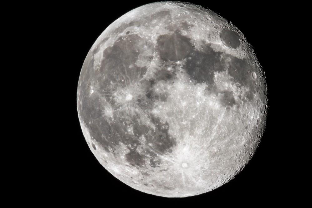 Ayın İlk Fotoğrafı Ne Zaman Çekildi