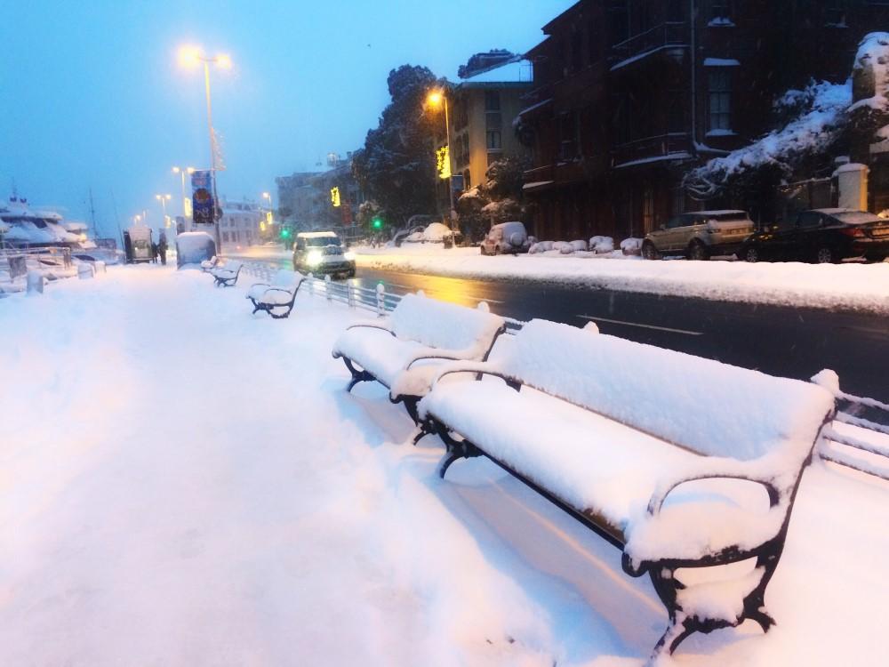 İstanbul'da Kar Yağışı Başladı, Kar Kalınlığı İstanbul'da 1 Metreyi Bulabilir
